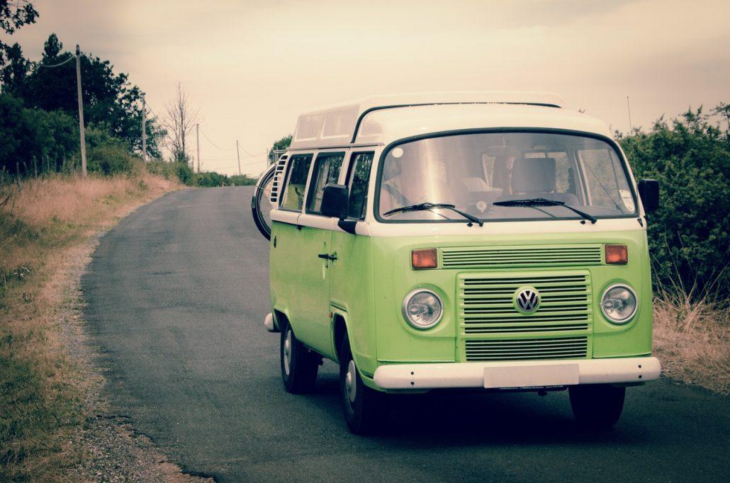 Busje van Volvo zondsondergang