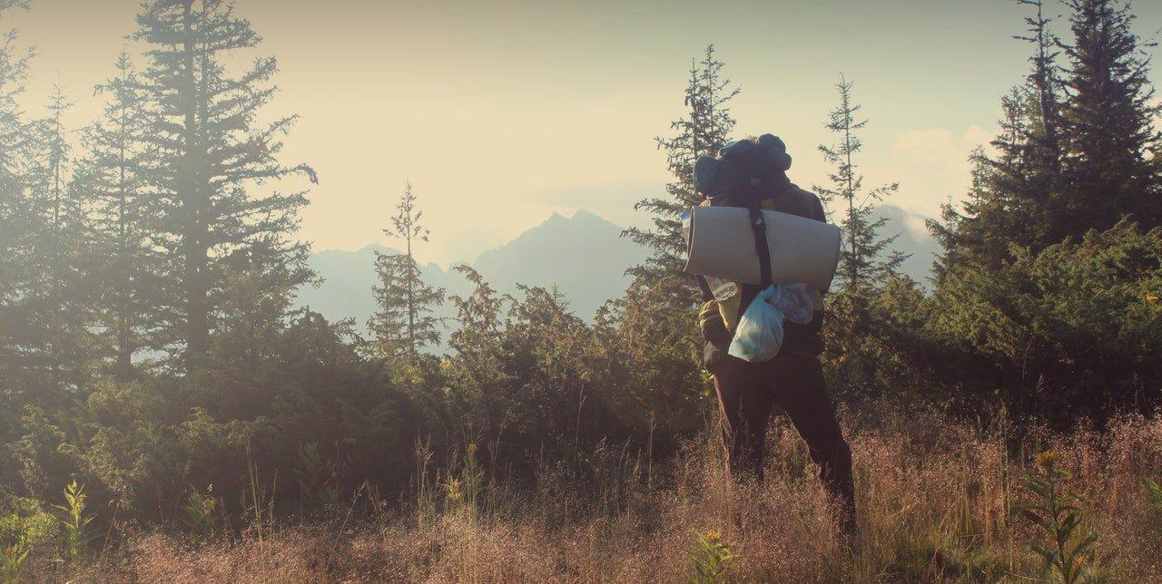 Backpacken_Uitzicht_Man_Op_Berg