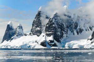 Antarctica_Bergen_Sneeuw_ijs_water_Koud