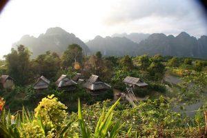 Laos_Uitzicht_Veld_Hutjes